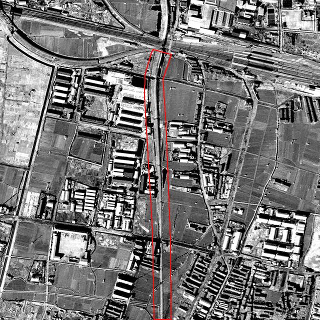 同じ範囲の戦後すぐ、1948年のようす。土手で現在のJRを越えているのがわかる。(国土地理院「地図・空中写真閲覧サービス」より・整理番号・USA/コース番号・M18-4/写真番号・16/撮影年月日・1948年2月20日)