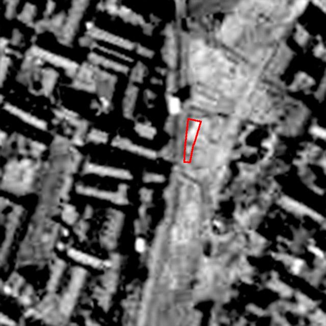 1948年の写真。細長い境内は存在していない。(国土地理院「地図・空中写真閲覧サービス」より・整理番号・USA/コース番号・M18-4/写真番号・16/撮影年月日・1948年2月20日)