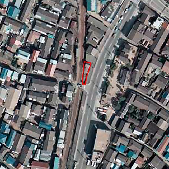 道路ができた後の1975年には細長い敷地が確認できる。(国土地理院「地図・空中写真閲覧サービス」より・整理番号・CKK748/コース番号・C12/写真番号・15/撮影年月日・1975年3月14日)