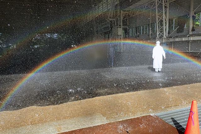 外側の虹も見える