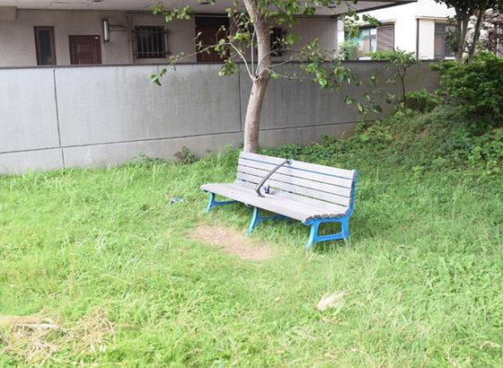 公園ともいえない、ただベンチのあるスペース