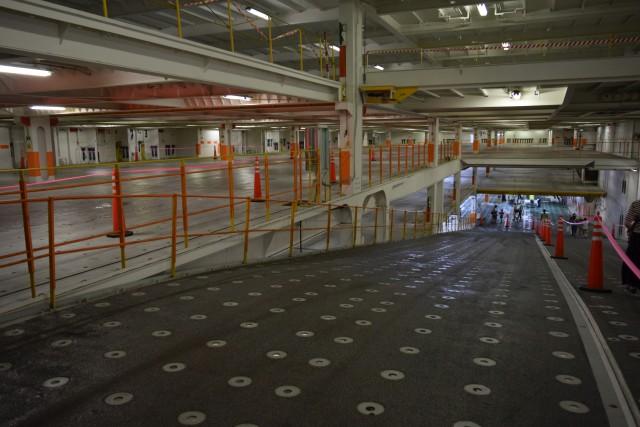 立体駐車場に見えますか。こちら船の中です