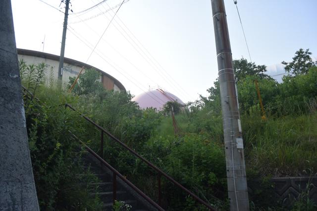 道が見つからずウロウロしたが、やっと正解っぽい階段を見つけた。