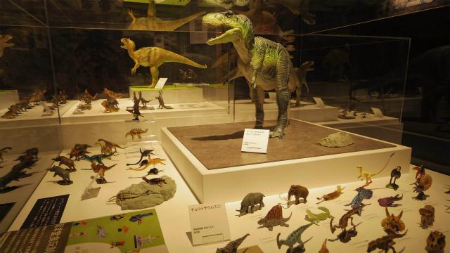 恐竜・緑色のにくいやつ、ティラノサウルス