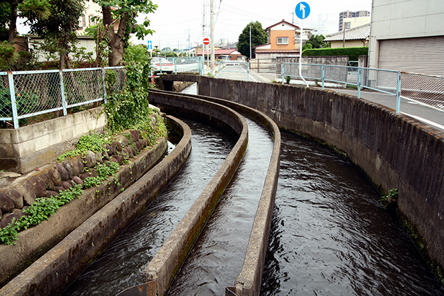 こんな立体的な水路見たことない