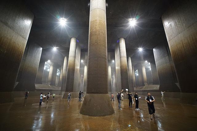 この広大な空間がすべてじんわり水に濡れているという恐ろしさ。
