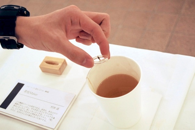 お茶を用意します