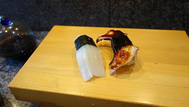 寿司すらも右利きに優しい世界に生きています。画像はこちらの記事から</a>。