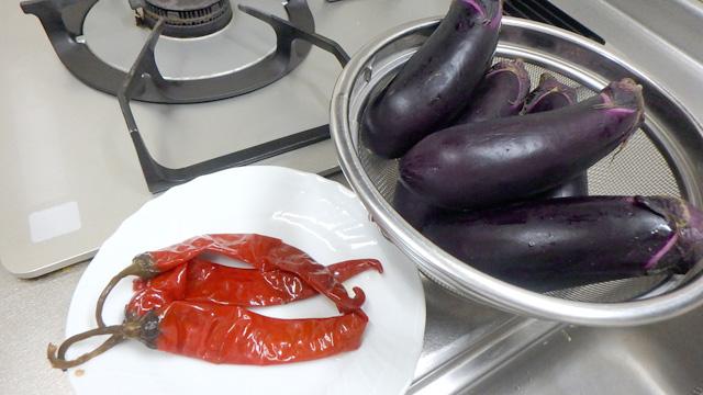 夏に辛いナス料理。いいよね。