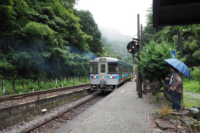 やがて私が乗ってきた列車が出発すると、あたりは静寂に包まれた