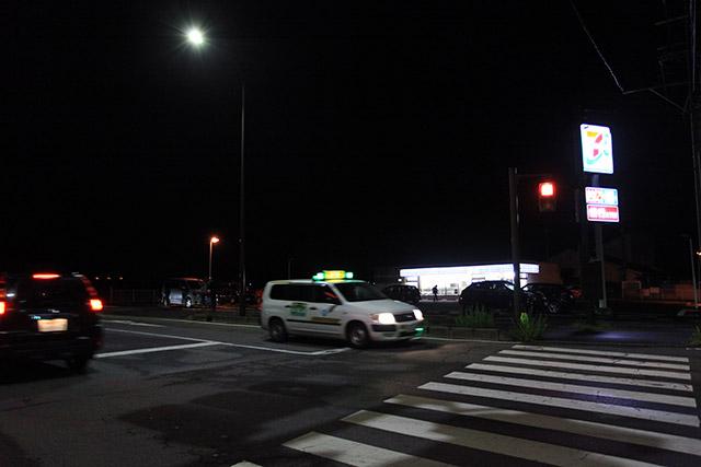 緑のランプの先導車が唯一の目印