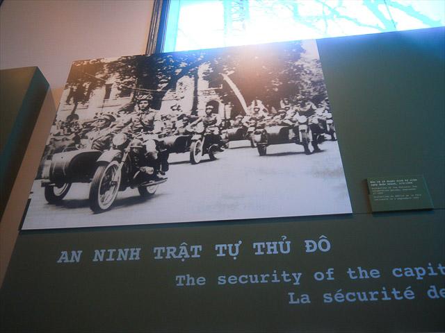 ベトナム戦争から10年後の建国記念日のパレード護衛