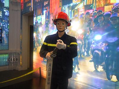 ちなみに最後の方に消防士のマネキンがあった。 機動警察の制服はやっぱりカッコいいんだな。