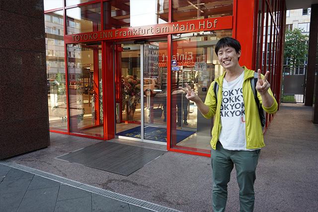 入り口で記念撮影をしたら、人生でも上位に入るくらいの笑顔だった。