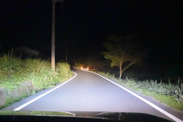 目的地に近づくにつれ、周囲はどんどん暗くなり交通量も減っていく。