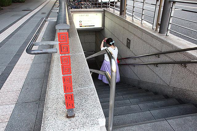 地下に行くとラーメン屋街がありそうである(実際、東京駅の八重洲地下にはラーメン屋街がある)。