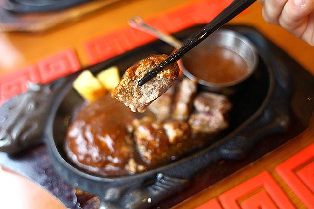 肉汁がジューシーな中華風ハンバーグ。