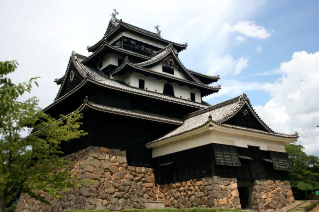 あまりに立派な「松江城」の天守。訪問当時は重要文化財でなんでこれが国宝じゃないかと首をかしげたが、その後の2015年に国宝に昇格した