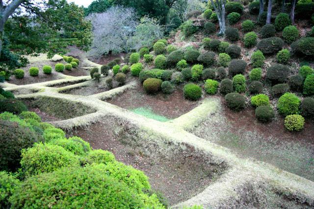 網目のような障子堀がユニークな静岡県三島市の「山中城」だろうか