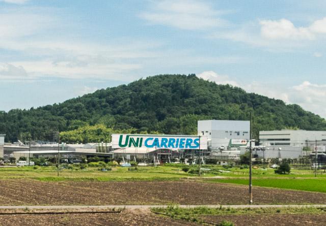 これは確かに新幹線に向けてはいるのだが、事業所が敷地に自ら設置しているのは、なんか違うんだよな……