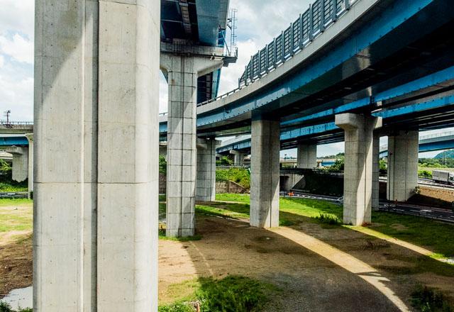 名古屋を離れるとふたたび落ち着いてしまう。京都駅を過ぎ、かっこいい大山崎ジャンクションを見て、最終局面に向けて気分を盛り上げていく。