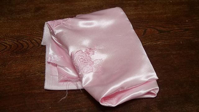 下着っぽい布を買ってきた。装飾があって透けない
