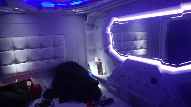 この、秘密基地感はたまらん。スペースコロニーの霊柩車の中はこんなかんじなのだろうか?