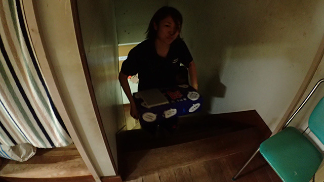 僕が2階までリポビタンDを持っていこうとすると女子部員が「先輩にそんなことはさせられません!」とばかりに奪い取って運んでくれた。重いのにすみません。