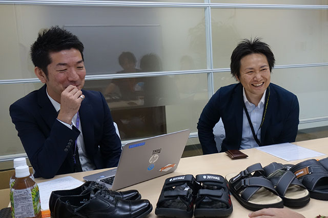 「ドン・キホーテ」のシューズ企画・開発担当者の川口さんと小長井さん