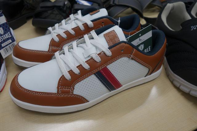 この靴が1490円って、メチャクチャ安くないですか!?