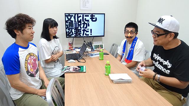 左からプロレス話者 玉置標本さん、筆者、アイドル話者 こぢこぢさん(顔出しふわっとNGのため鼻眼鏡でご登場くださっております)、通訳 大坪ケムタさん