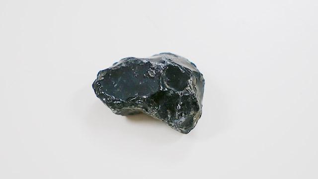 もらった綺麗な黒曜石を、