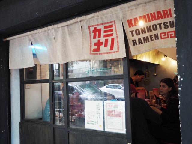 まるで日本の老舗ラーメン店の雰囲気。