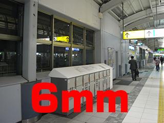 品川駅構内。新幹線ホームは厚かったが、在来線は薄め。