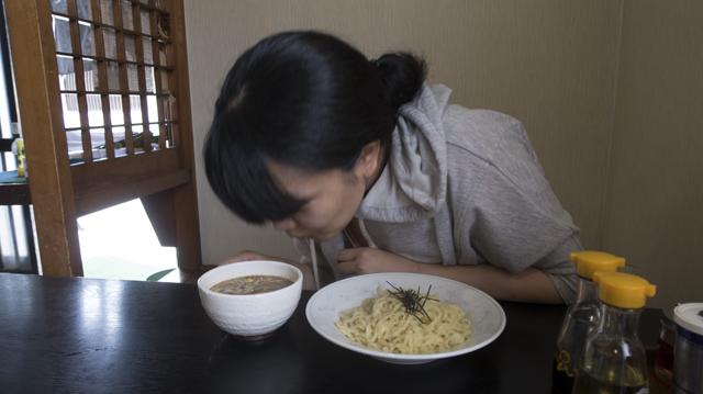 ふぁっ! スープから、すっぱいにおいがする!