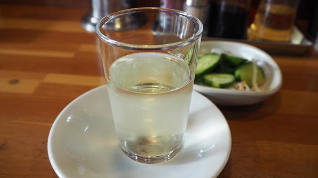 ラーメンとの相性は悪そうだが、欲望のままに注文した日本酒(結果、日本酒はおいしかったけど、ラーメンとは合わなかった)