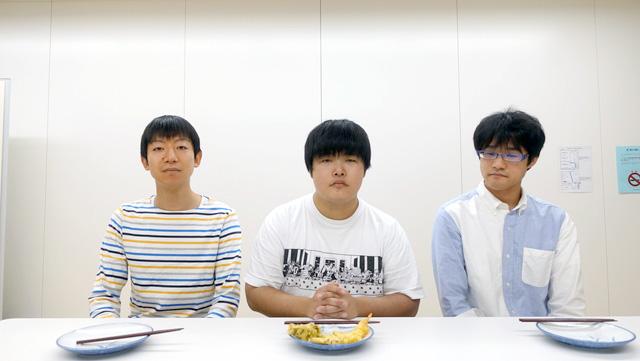 おいしいかどうかわからないときに呼ぶ友人2人を呼びました。(左が又来さん、右が能登さん、中央が筆者です。)