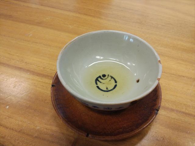 お茶が淹れ終わりました、って、え…?