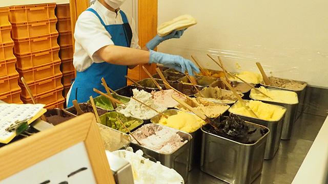 大きく分けると甘い系とお惣菜系の2つがある。定番の一番人気は「あんバター」