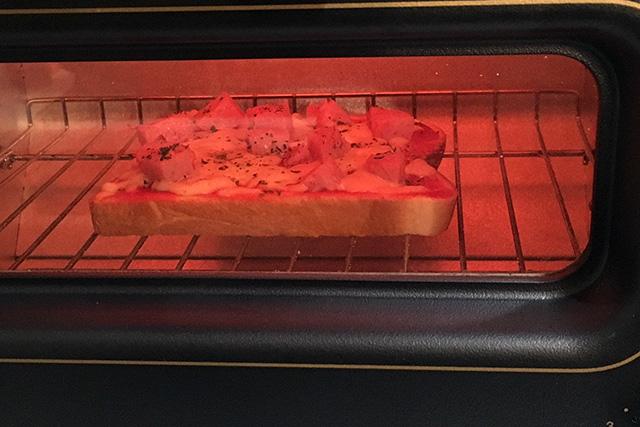 トースターで5分ほど焼くと…