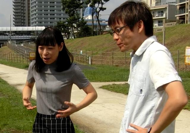 「ポリポリ行く感じではなく、一気に食べるので味の広がりも大きいような気がする」と話す石川さんと古賀さん。円陣は味覚をも変えてしまうというのか。