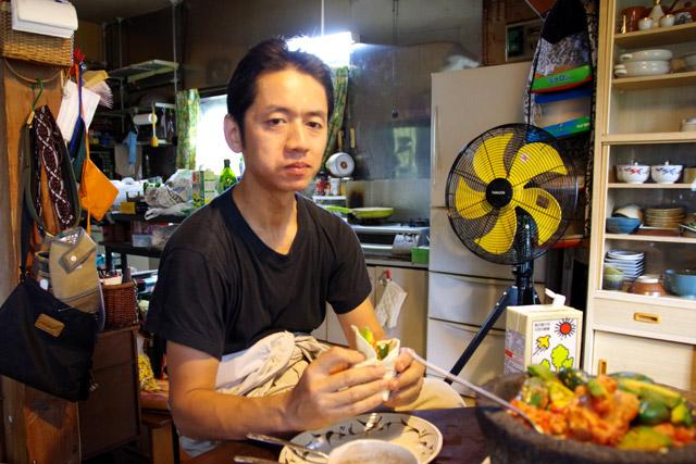 ハラペーニョを丸ごと食べても、まったく表情を全く崩さない村山さん。
