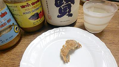 ちなみに、パラーパションで日本酒を飲んでみました。くさやを食べる時に日本酒を飲むとにおいが落ち着き、においの向こうにある旨味へ早くたどりつけるのですが、これもそんな感じでした。発酵物には日本酒だね。