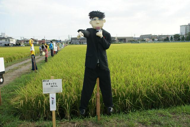 当時の日本代表監督、岡田武史氏。日本をベスト16まで導いた。田んぼでは「お米を守る岡ちゃん」