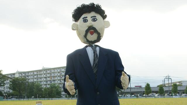 「お米にグッジョブ マラドーナ」サッカー史に残るレジェンド、ディエゴ・マラドーナがアルゼンチン代表監督として采配をふるった。しかしシブいモチーフだな。