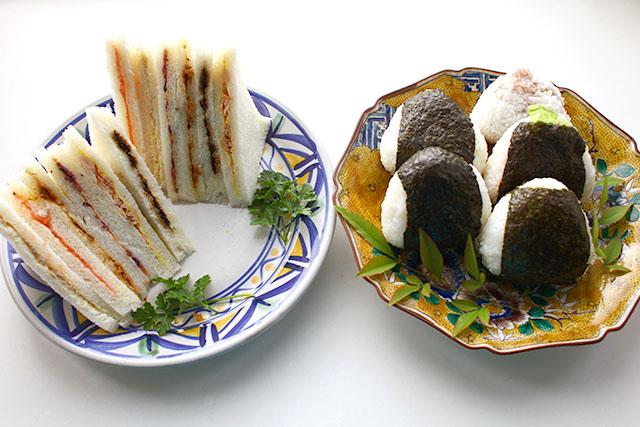 サンドイッチを作りながらサンドイッチマンのピザのネタを思い出していました。富澤さんのボケが好きです。