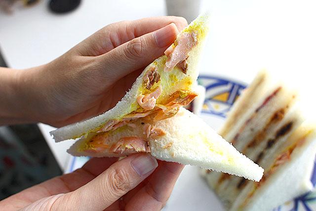 焼き鮭のサンドイッチ。