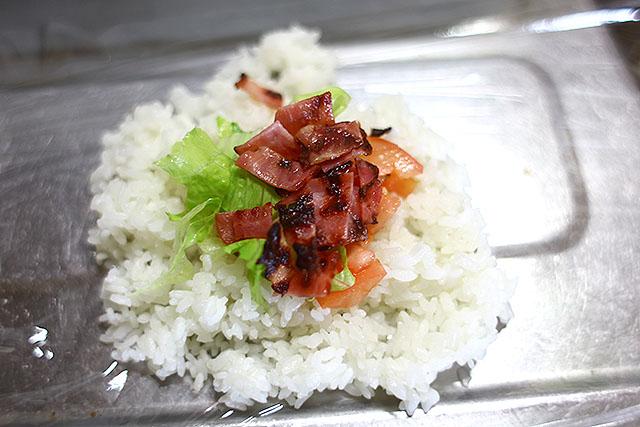 BLTは、具に届けば美味しいけど一口目は米だけだし崩れて食べにくい。