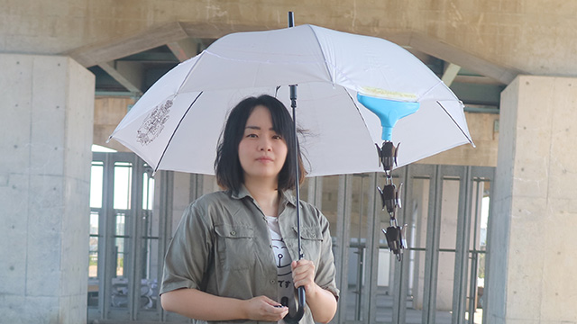 ガラクタではありません。くさり樋の機能がついた傘です。