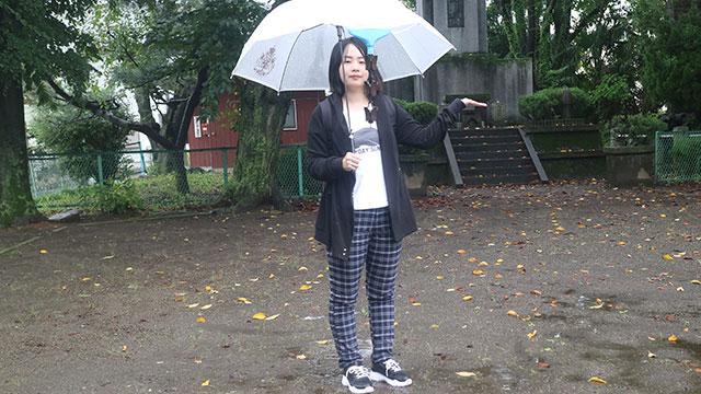 雨が降りました!私in近所の公園。